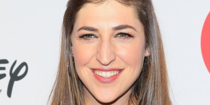 BEVERLY HILLS, CA - OCTOBER 18: Mayim Bialik attends the 9th Annual GLSEN Respect Awards held at Beverly Hills Hotel on October 18, 2013 in Beverly Hills, California. (Photo by JB Lacroix/WireImage)